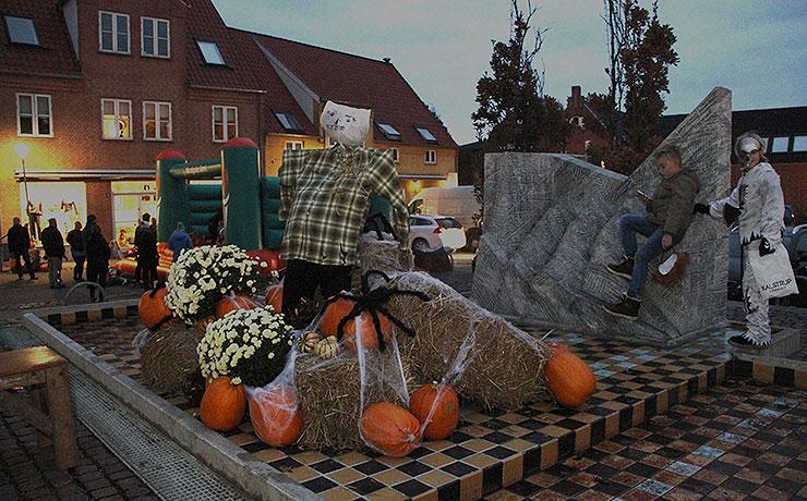 Mørket og Halloweensænker sig torsdagover midtbyen i Nibe