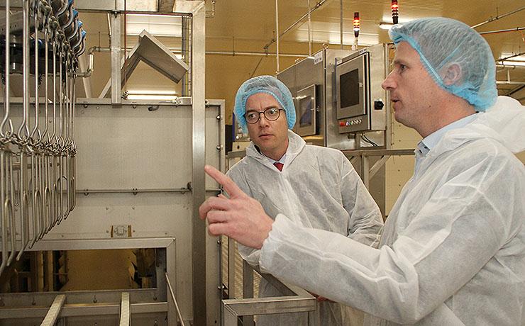 Minister indviede Rokkedahls nye slagteri i Kølby