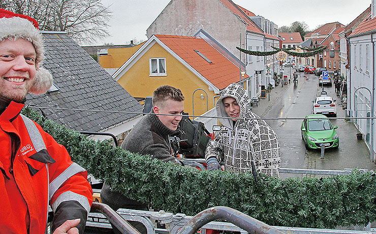 Julebelysning i Nibeer nu på plads