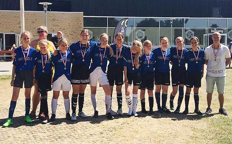 Nibe-piger tog sølvmedaljer ved DM i skolefodbold