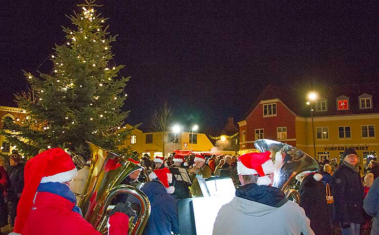 Lys i Nibes juletræ fuldender starten på julemåneden