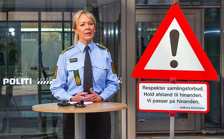 Politiet: Du skal holde afstand i forårssolen eller blive hjemme!