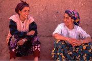 Albert-Steen-HansenUnge-kvinder-fra-en-berberlandsby-i-Marocco